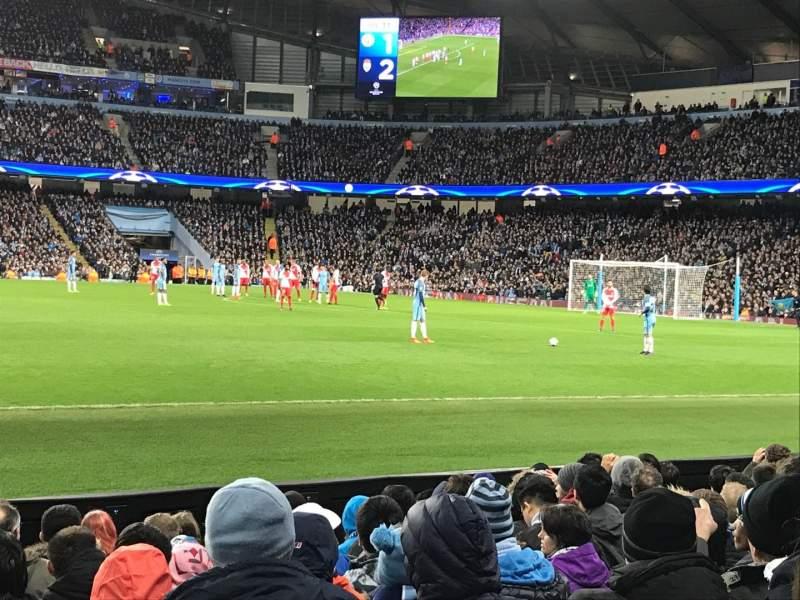 Vista sentada para Etihad Stadium (Manchester) Secção 105 Fila H Lugar 97