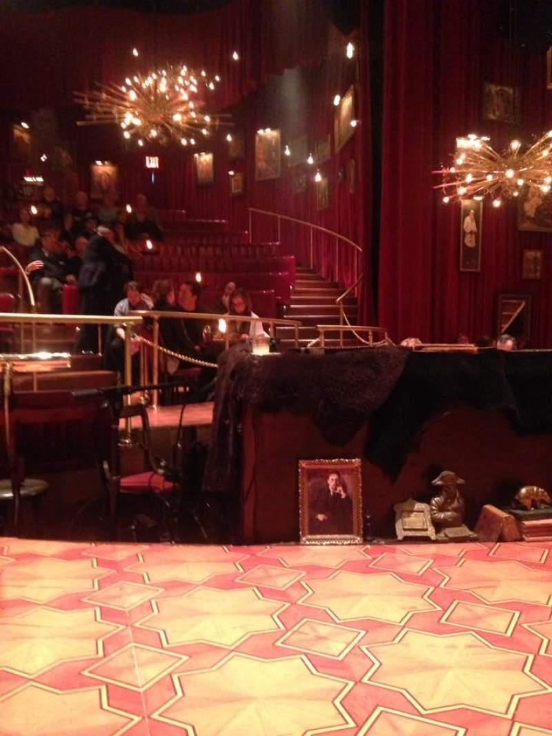 Vista sentada para Imperial Theatre Secção Onstage Fila Stools Lugar SB 1