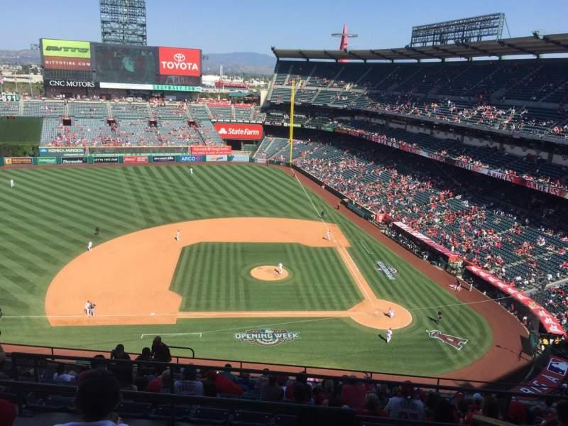 Vista sentada para Angel Stadium Secção 514 Fila D Lugar 17