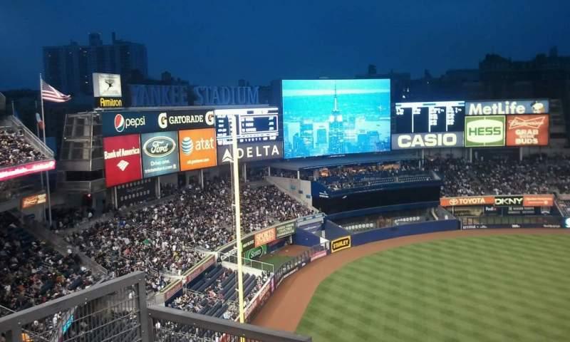 Vista sentada para Yankee Stadium Secção 329 Fila 10 Lugar 15
