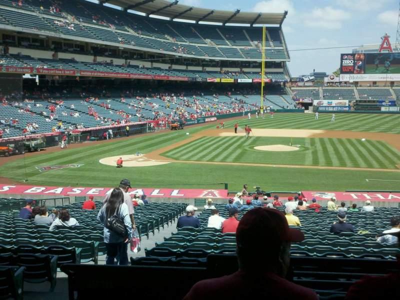 Vista sentada para Angel Stadium Secção 223 Fila c Lugar 1