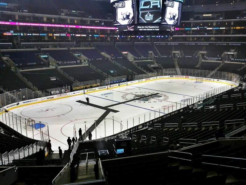 Vista sentada para Staples Center Secção Suite A55