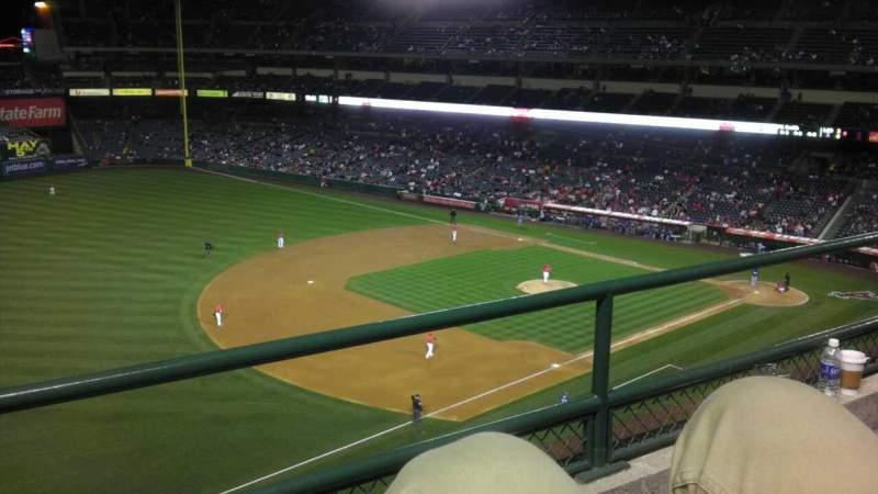 Vista sentada para Angel Stadium Secção V409 Fila B Lugar 7
