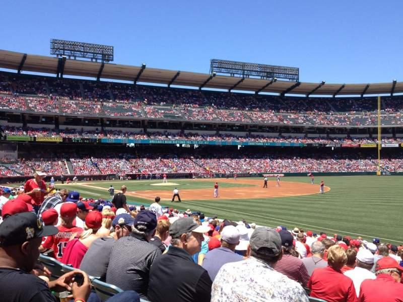 Vista sentada para Angel Stadium Secção 130 Fila T Lugar 1