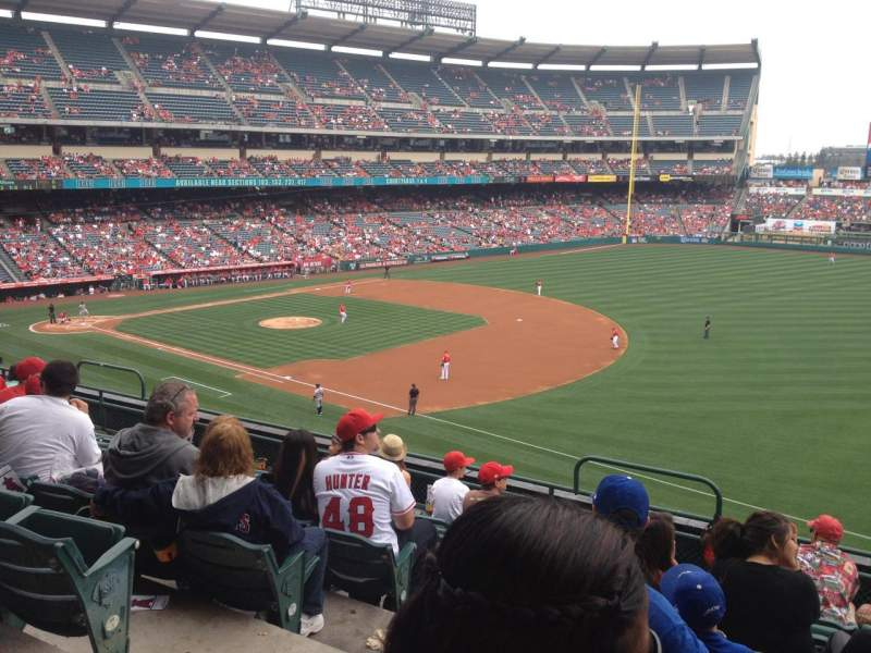 Vista sentada para Angel Stadium Secção C341 Fila G Lugar 3