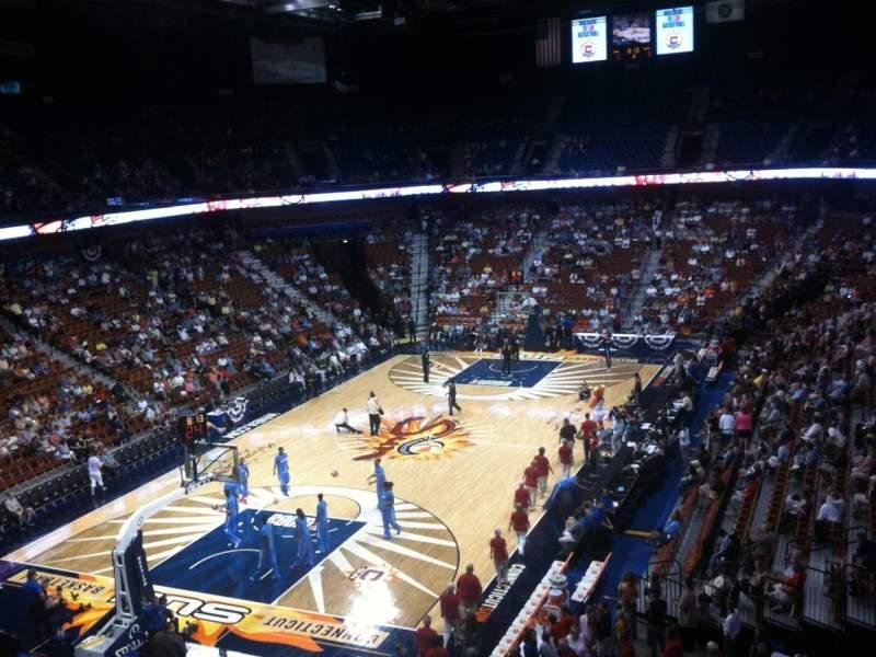 Vista sentada para Mohegan Sun Arena Secção 110 Fila D Lugar 5