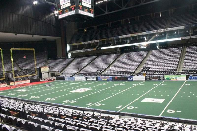 Vista sentada para Jacksonville Veterans Memorial Arena Secção 112 Fila R Lugar 5