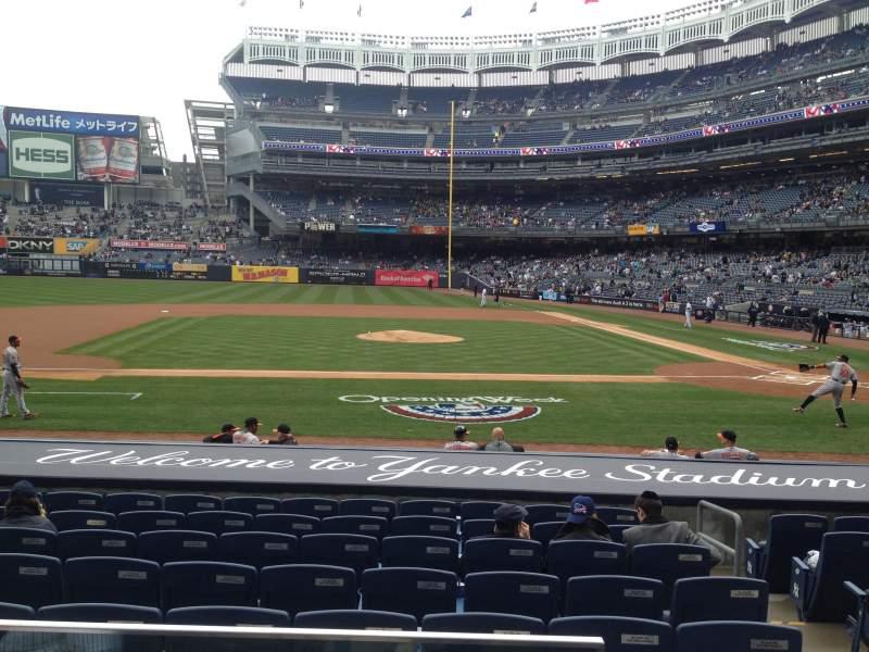 Vista sentada para Yankee Stadium Secção 123 Fila 1