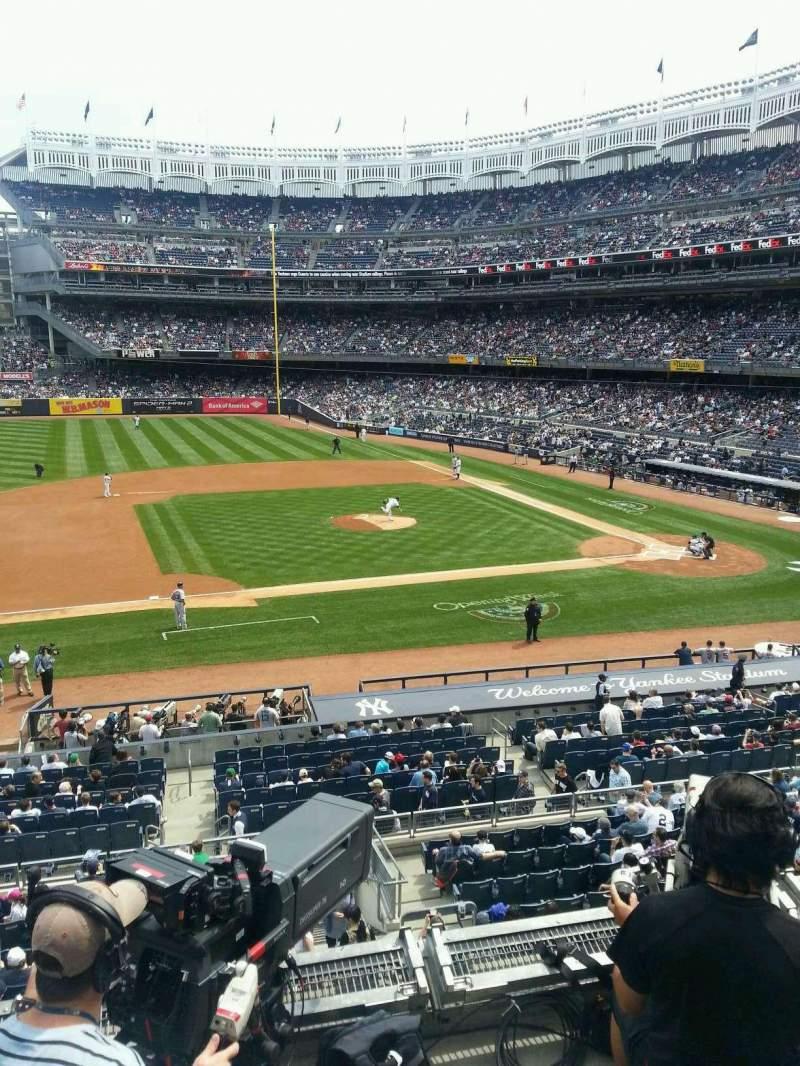 Vista sentada para Yankee Stadium Secção 225 Fila 4 Lugar 13