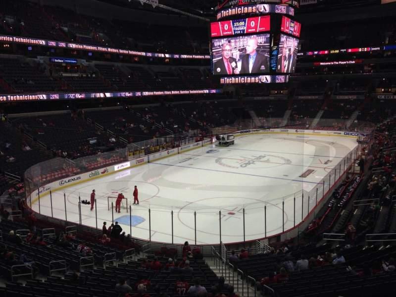 Vista sentada para Capital One Arena Secção 107 Fila X Lugar 17