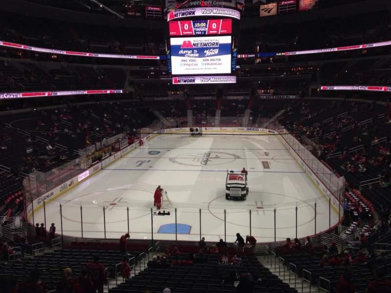 Vista sentada para Capital One Arena Secção 106 Fila X Lugar 10