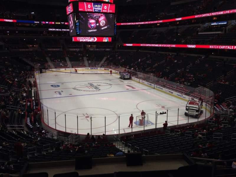Vista sentada para Capital One Arena Secção 104 Fila Y Lugar 18