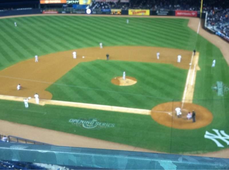Vista sentada para Yankee Stadium Secção 322 Fila 1 Lugar 10
