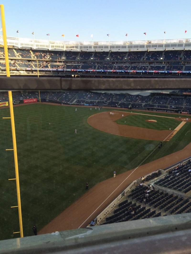 Vista sentada para Yankee Stadium Secção 332a Fila 1 Lugar 9