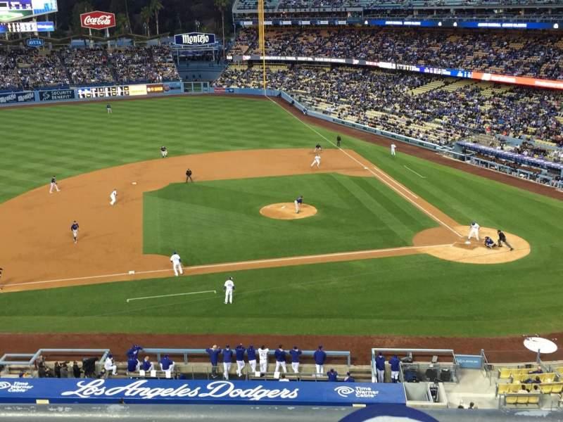 Vista sentada para Dodger Stadium Secção 13RS Fila B Lugar 15-18