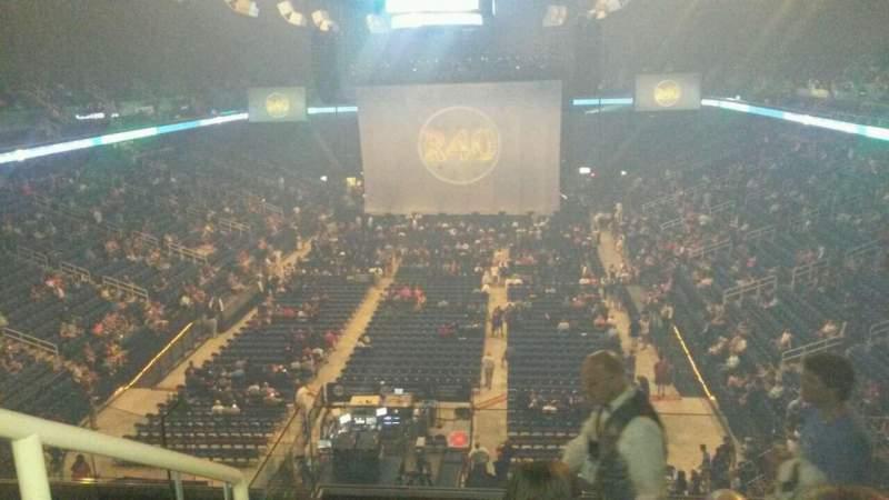 Vista sentada para Greensboro Coliseum Secção 222 Fila H Lugar 14