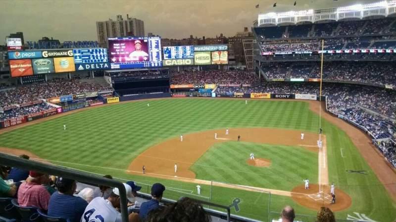 Vista sentada para Yankee Stadium Secção 322 Fila 6 Lugar 19