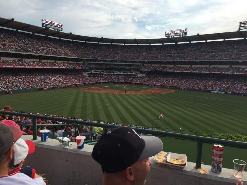 Vista sentada para Angel Stadium Secção 248 Fila b Lugar 22