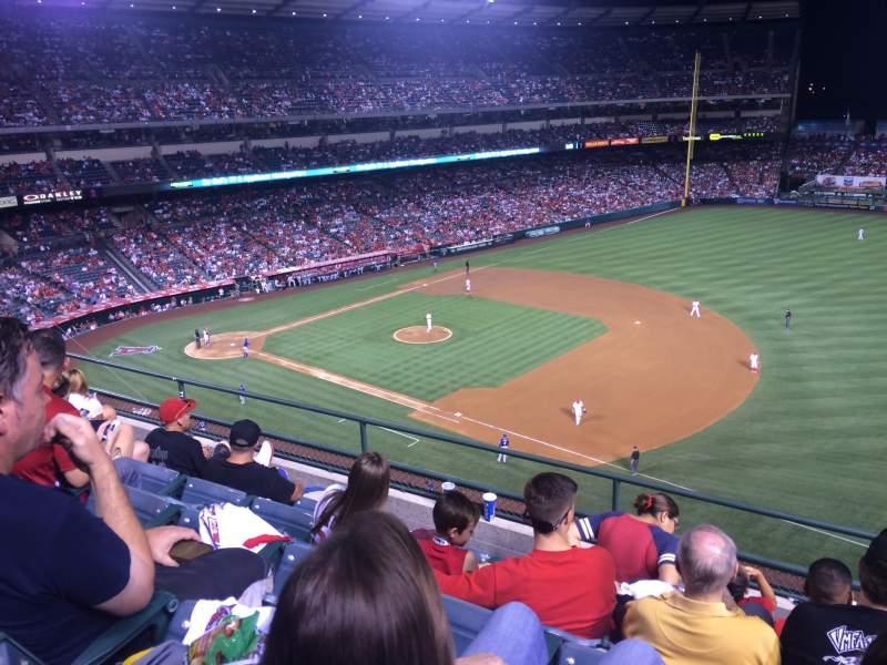 Vista sentada para Angel Stadium Secção 427 Fila E Lugar 22