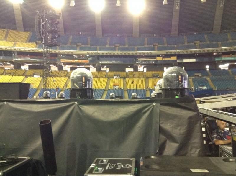 Vista sentada para Olympic Stadium, Montreal Secção B5 Fila V Lugar 18