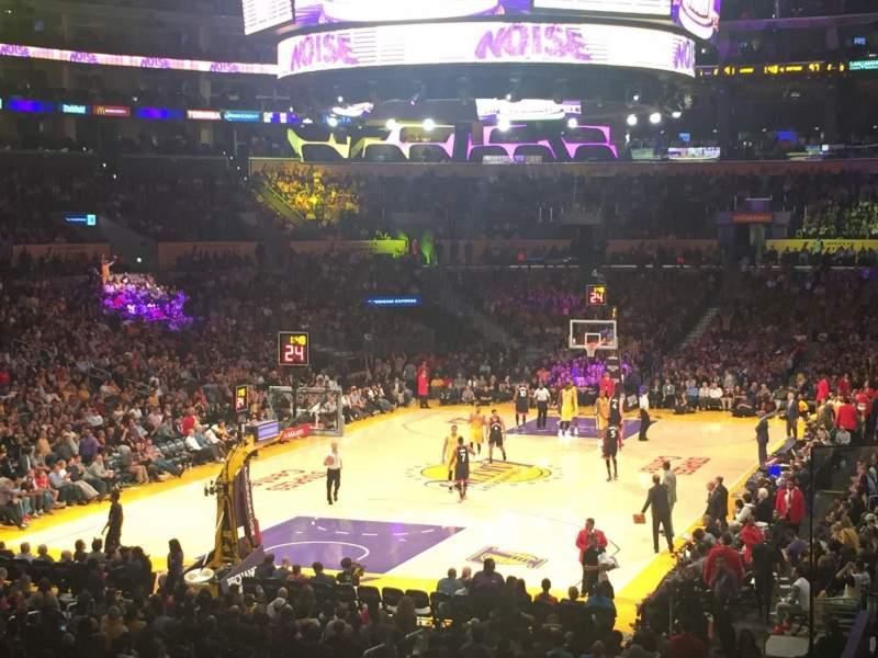 Vista sentada para Staples Center Secção 206 Fila 3 Lugar 3
