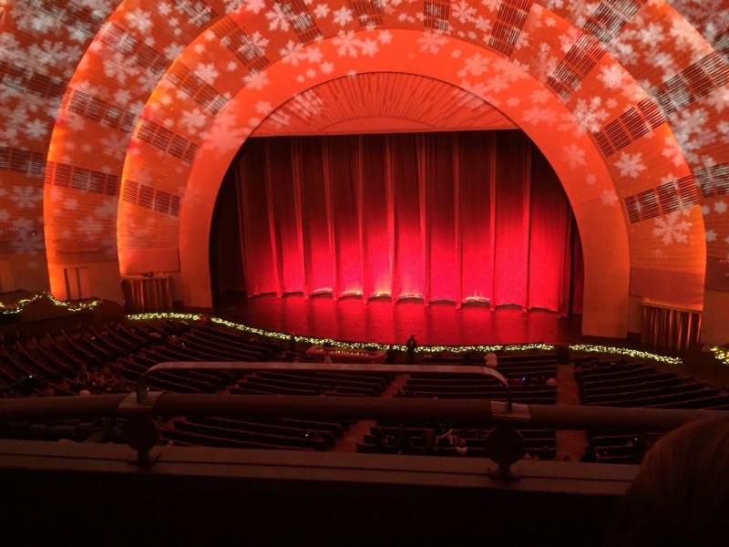 Vista sentada para Radio City Music Hall Secção 2nd Mezzanine 2 Fila B Lugar 214