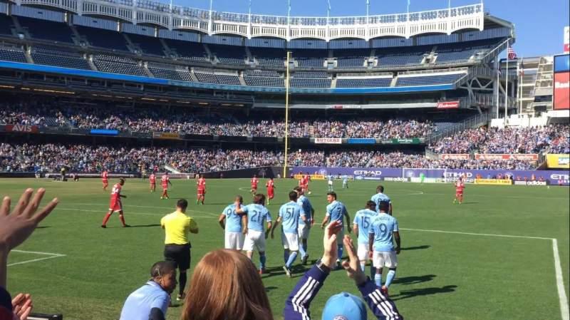 Vista sentada para Yankee Stadium Secção 111 Fila 4 Lugar 2