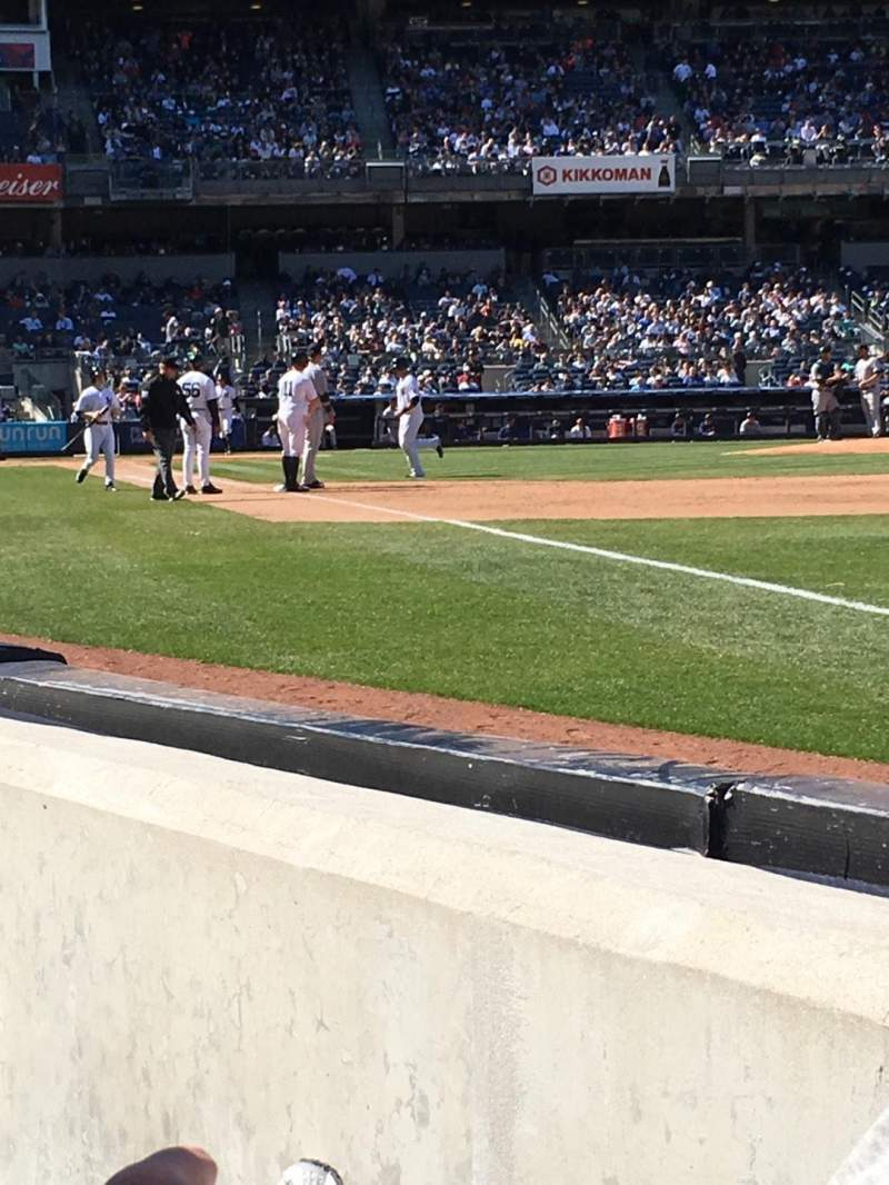 Vista sentada para Yankee Stadium Secção 011 Fila 1 Lugar 3