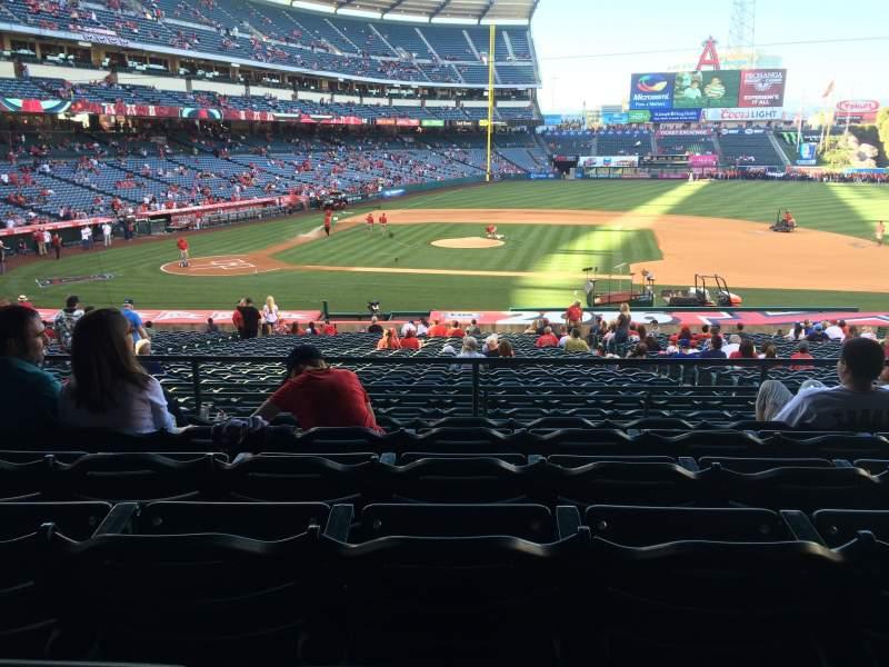Vista sentada para Angel Stadium Secção 223 Fila F Lugar 11
