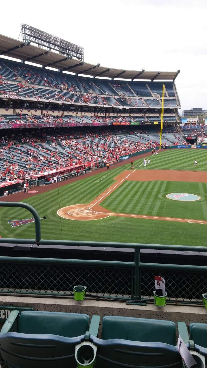 Vista sentada para Angel Stadium Secção C333 Fila C Lugar 2