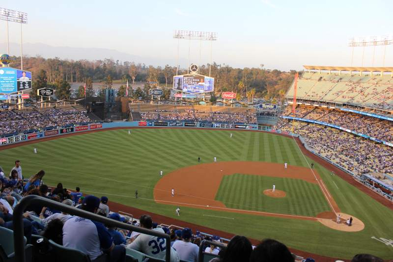 Vista sentada para Dodger Stadium Secção 11RS Fila U Lugar 20