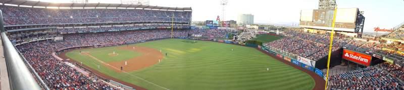 Vista sentada para Angel Stadium Secção V429 Fila A Lugar 4