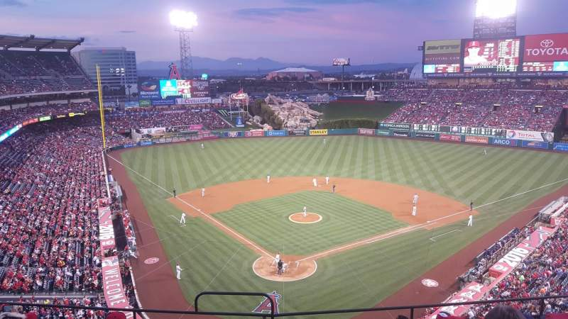 Vista sentada para Angel Stadium Secção V420 Fila G Lugar 1