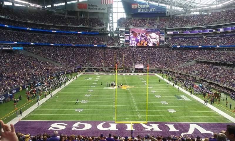 Vista sentada para U.S. Bank Stadium Secção 142 Fila 38 Lugar 7 and 8