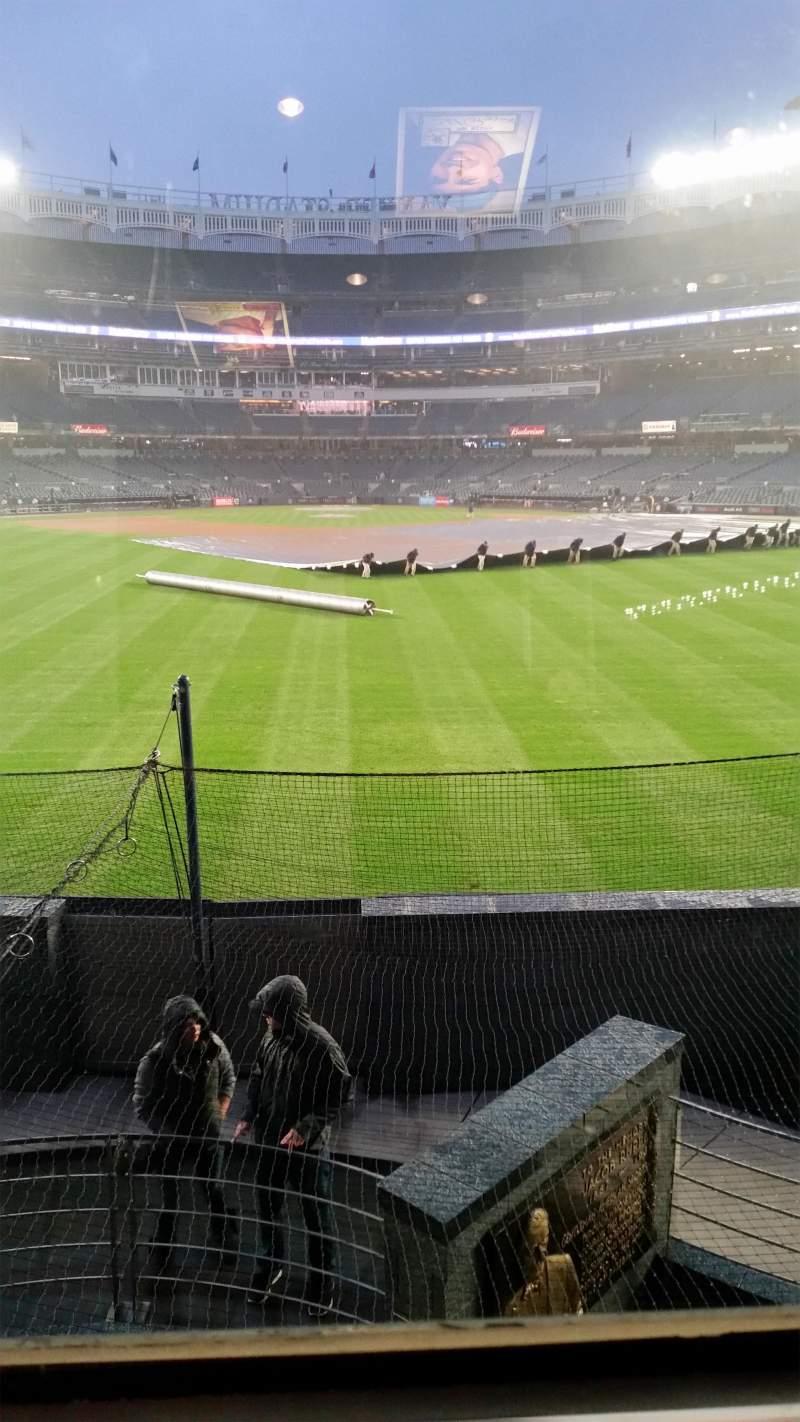 Vista sentada para Yankee Stadium Secção Mohegan Sun Sports Bar Fila Row 1