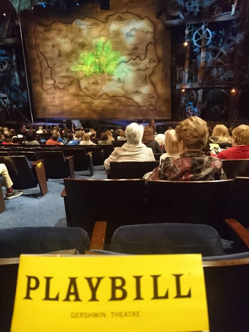 Vista sentada para Gershwin Theatre Secção Orchestra R Fila M Lugar 4