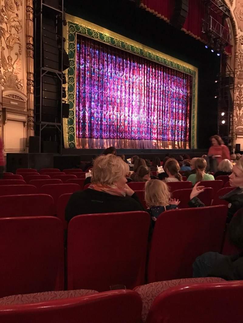Vista sentada para Cadillac Palace Theater Secção Orchestra L Fila L Lugar 29