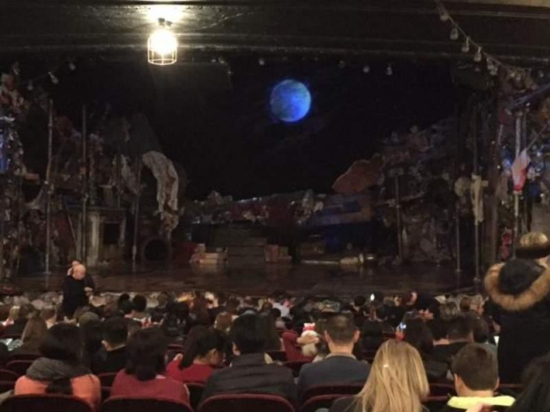 Vista sentada para Neil Simon Theatre Secção Orchestra C Fila U Lugar 111