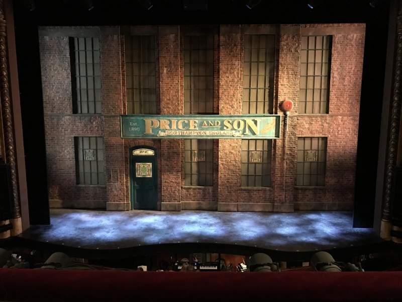 Vista sentada para Al Hirschfeld Theatre Secção Mezzanine C Fila B Lugar 107