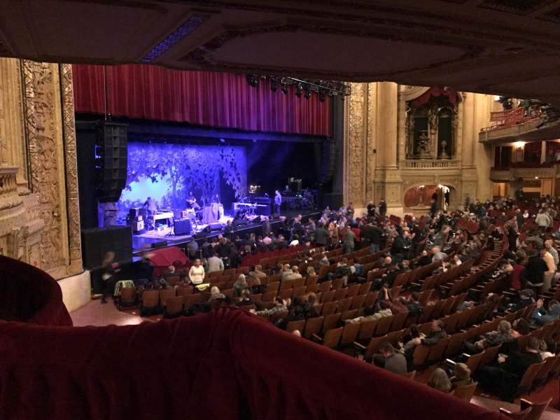 Vista sentada para Chicago Theatre Secção Mezzanine BOX V Lugar 1