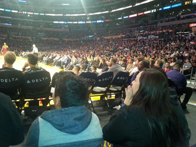Vista sentada para Staples Center Secção 115 Fila B Lugar 5