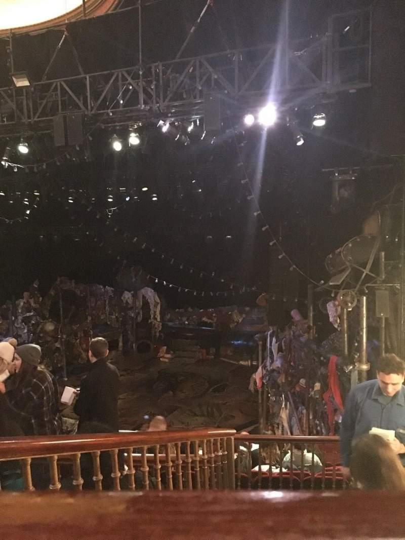 Vista sentada para Neil Simon Theatre Secção Mezzanine R Fila L Lugar 14