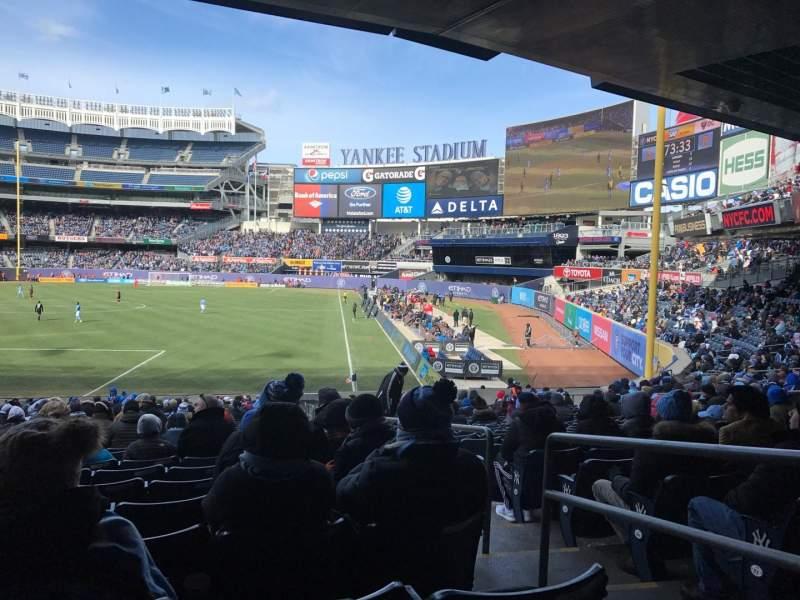 Vista sentada para Yankee Stadium Secção 110 Fila 27 Lugar 1