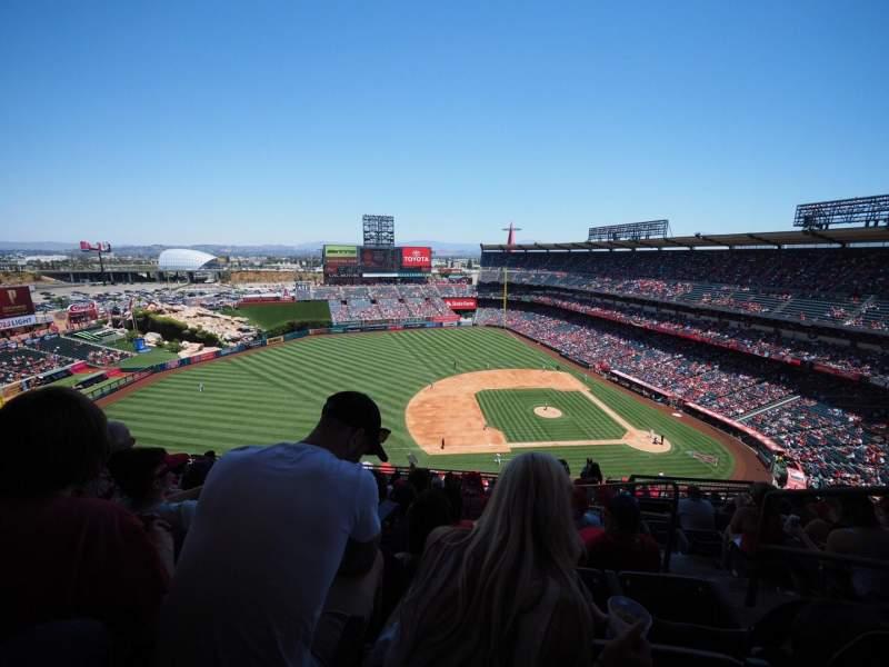Vista sentada para Angel Stadium Secção 512 Fila L Lugar 25