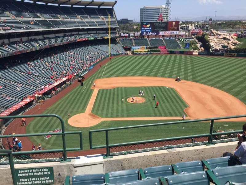Vista sentada para Angel Stadium Secção V424 Fila D Lugar 1