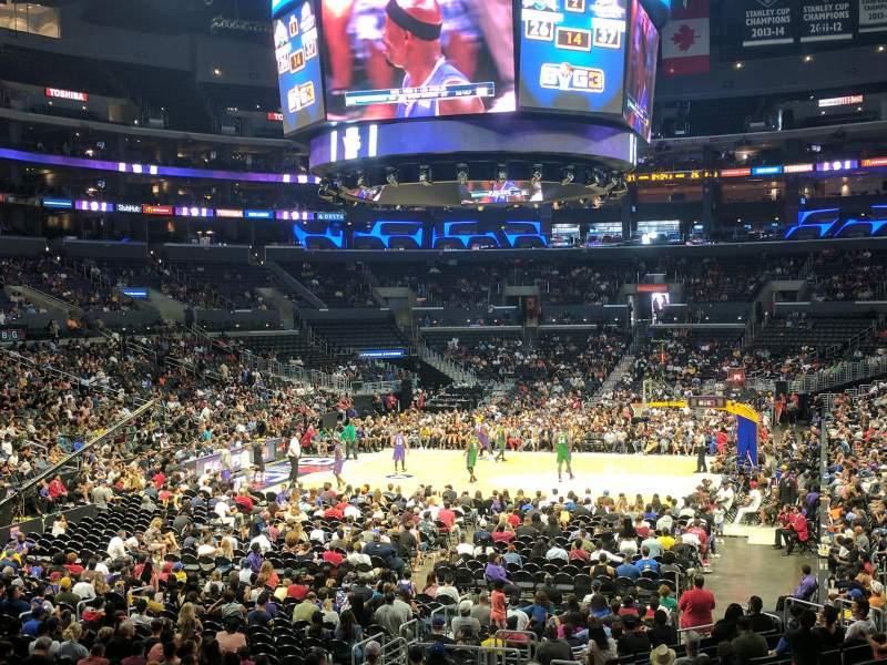 Vista sentada para Staples Center Secção 206 Fila 1 Lugar 5