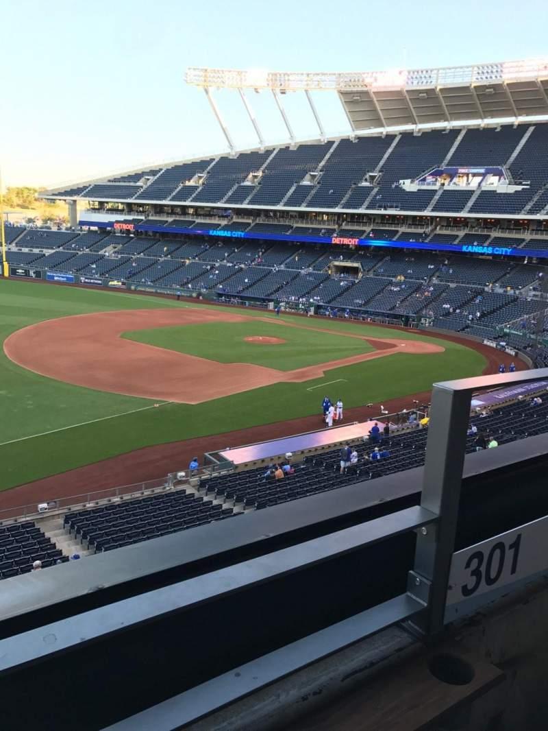 Vista sentada para Kauffman Stadium Secção Bench Fila A Lugar 2