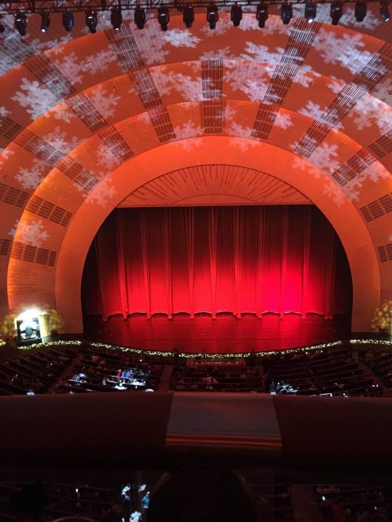 Vista sentada para Radio City Music Hall Secção 3rd Mezzanine 4  Fila A Lugar 407