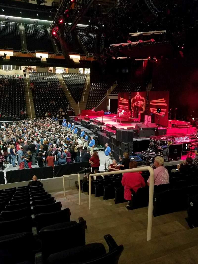 Vista sentada para Thompson-Boling Arena Secção 104 Fila 13 Lugar 2
