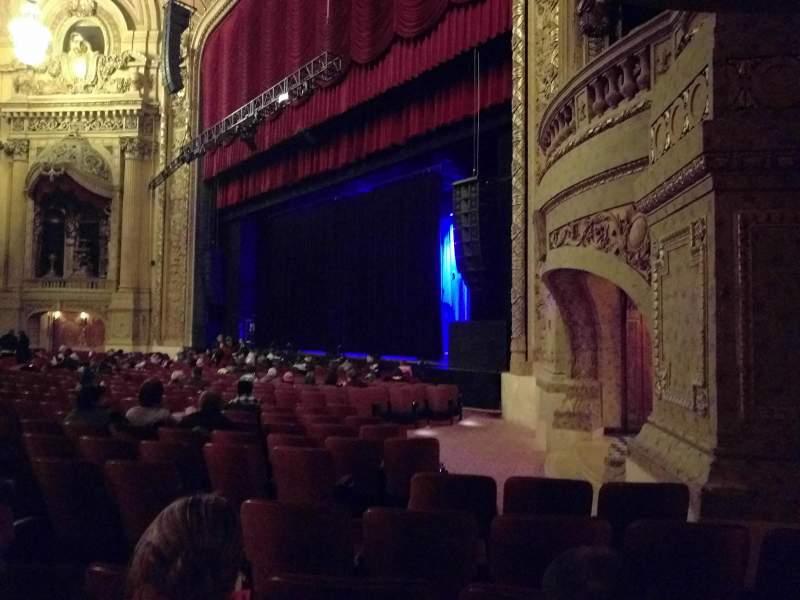 Vista sentada para Chicago Theatre Secção MNFL1R Fila D Lugar 112